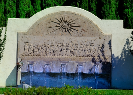 "Memorial fountain with artwork depicting ""Marchers"""